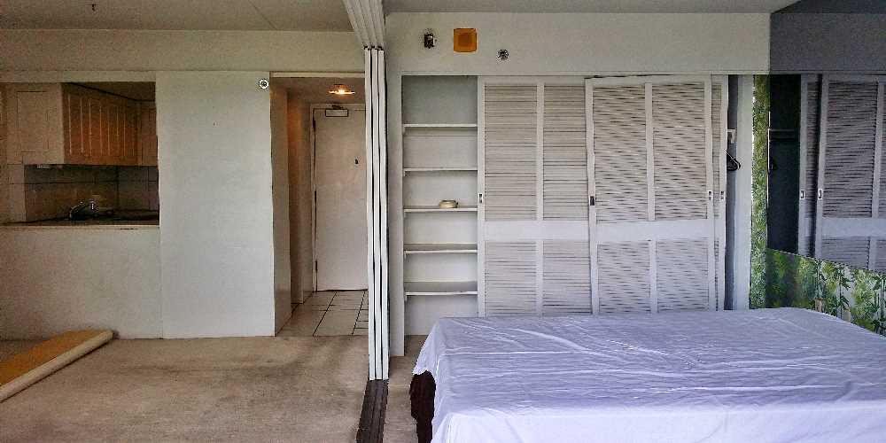 Living room / bedroom before